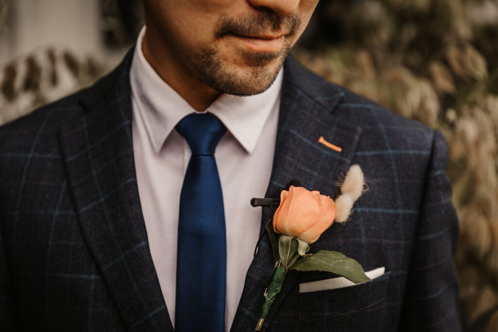 groom and is flower